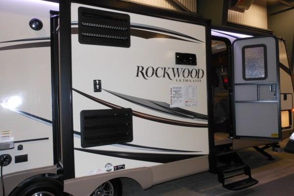 2015 Rockwood 2607SA Ultra Lite Travel Trailer (23)