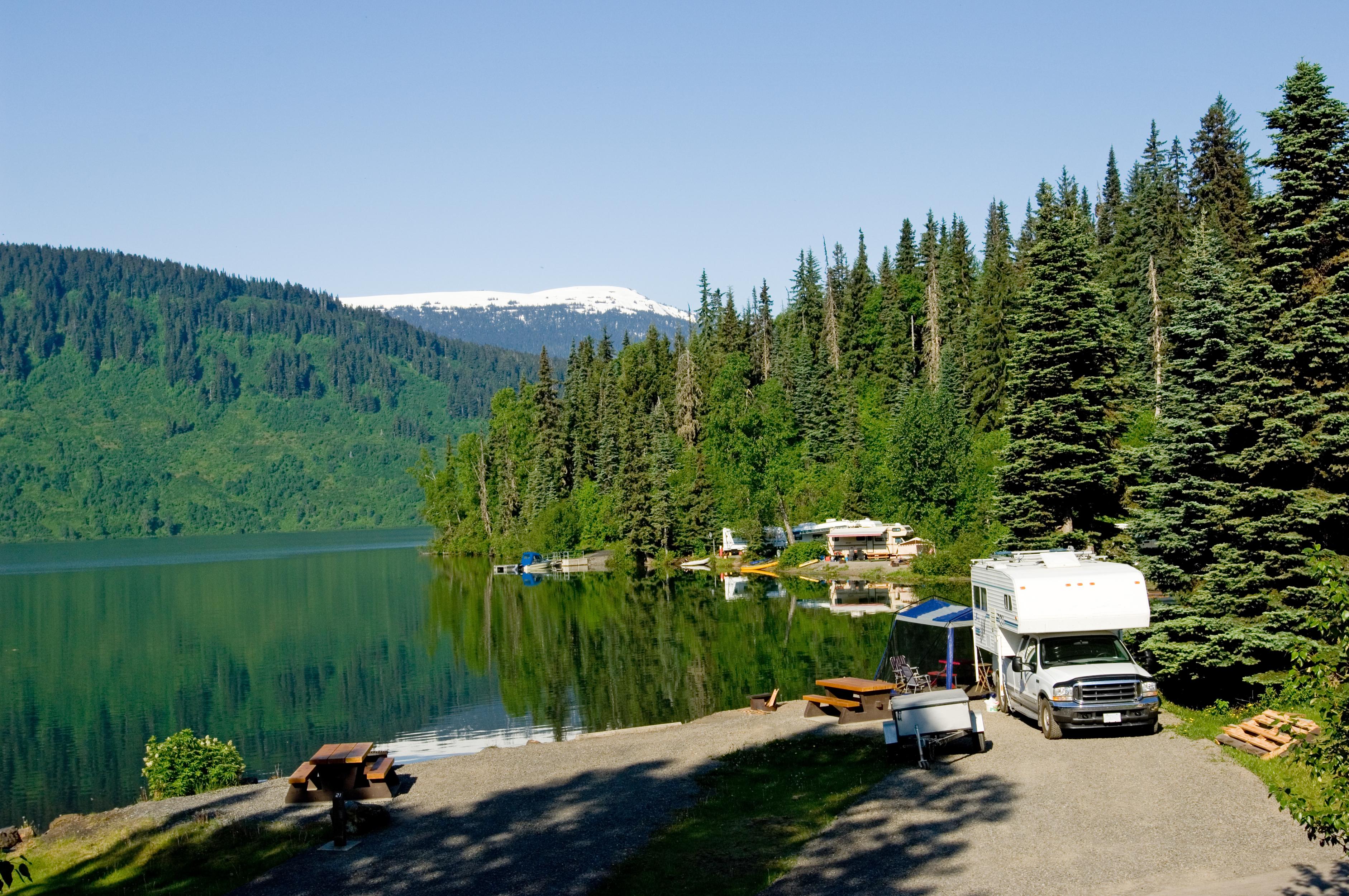 Travel-Mor-Ottawa-RV-on-lake