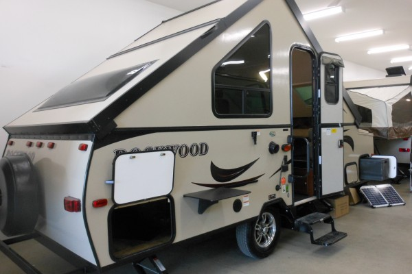 2016 Rockwood A212HW Hard Side Pop Up Trailer (1)