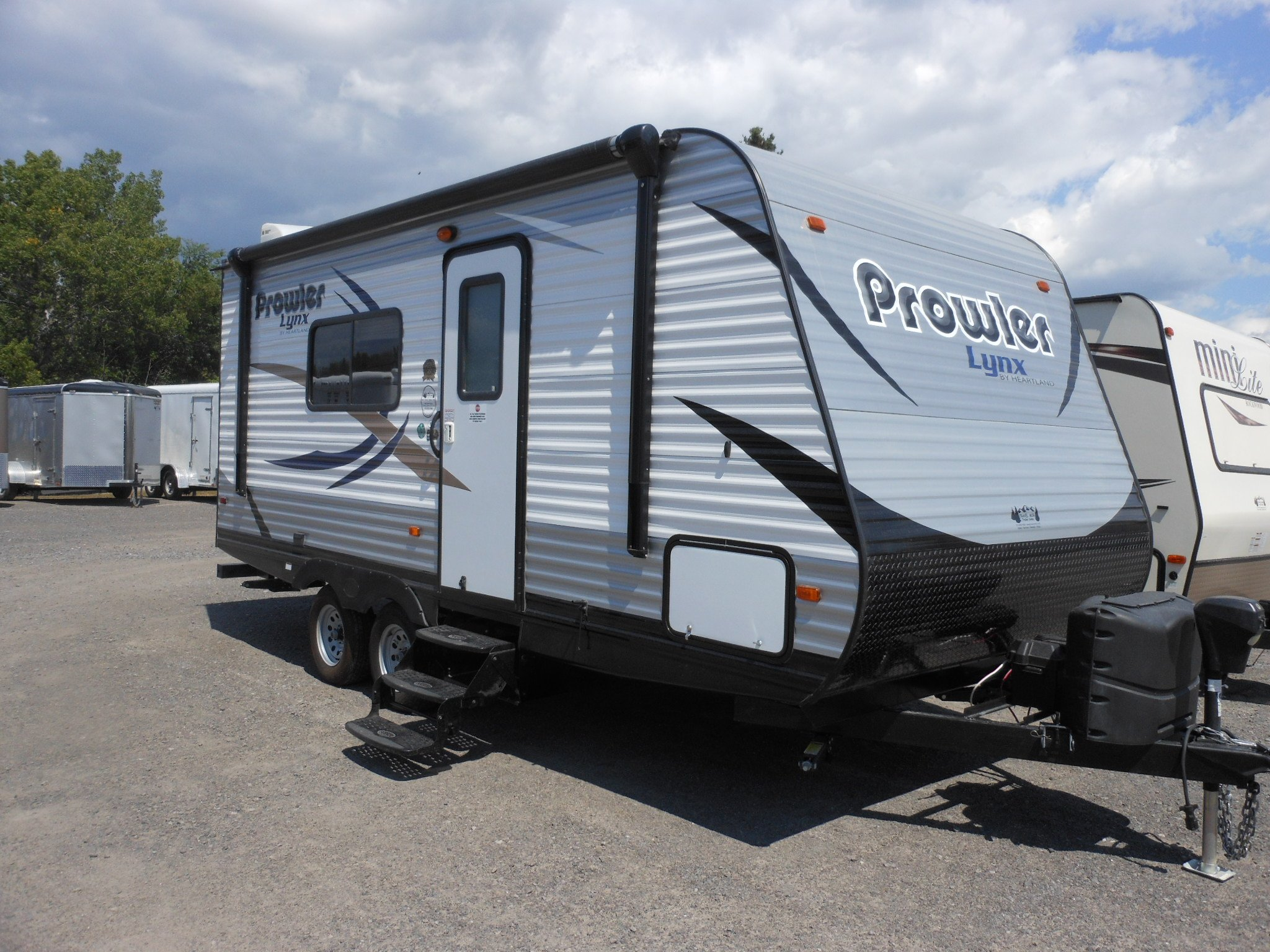 2016-Heartland-Prowler-Lynx-18LX-Travel-Trailer-2